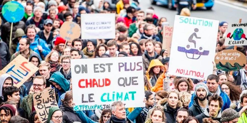 manifestation durant une marche pour le climat